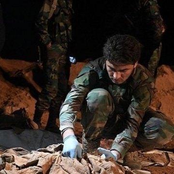 کشف 900 جسد در گورهای دستهجمعی رقه