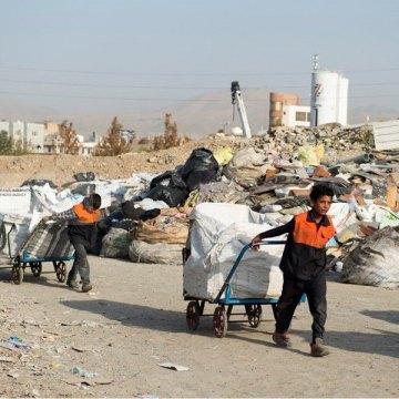 کودکانی زیر بار زباله ها