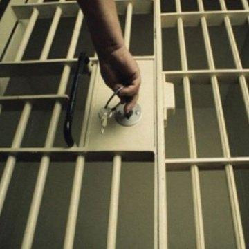 کمک به آزادی زندانیان جرایم غیر عمد