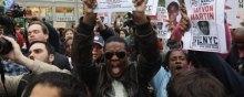 - رییس جمهور امریکا سیاهپوست است و حقوق سیاهان همچنان نقض می شود