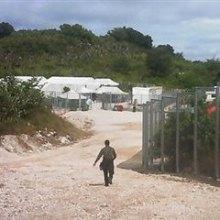 پناهجو - آزار و تعرض به کودکان در اردوگاه