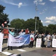 ژنو - تجمع فعالان حقوق بشری در محکومیت اقدامات تروریستی تهران و لندن مقابل سازمان ملل در ژنو