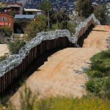 مجرمانه دانستن کمکهای بشر دوستانه به مهاجران و پناهجویان - دیوار مرزی