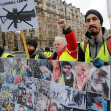 معترضان فرانسوی با فلش بال پلیس کور میشوند - فلش بال